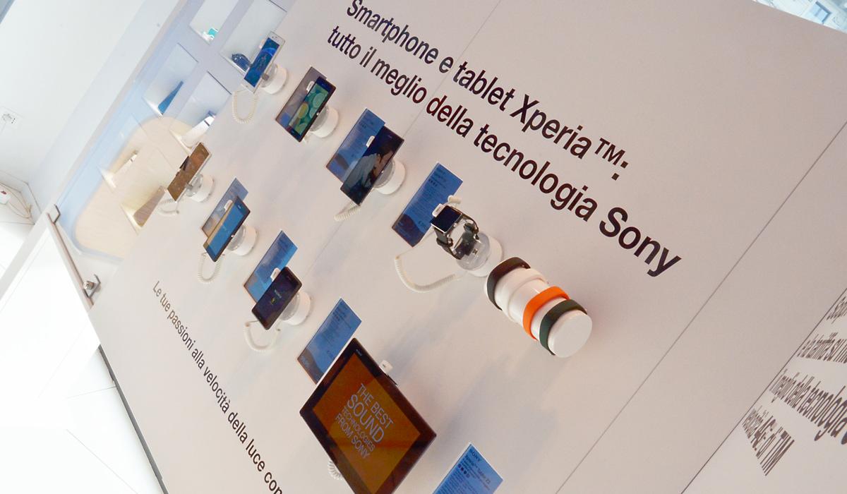 Studio design e produzione strutture espositive interattive per Sony Italia